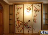 Шкаф-купе в багете, фасады - зеркало сатин серебро+витраж, профиль Absolut Capo Di Monte